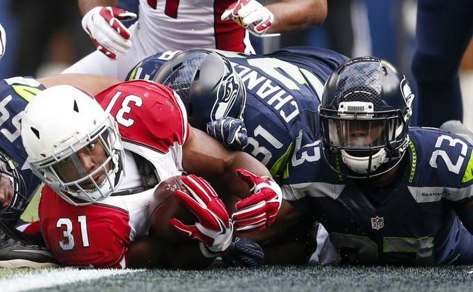 Seahawks WR Lockett carted off with leg injury